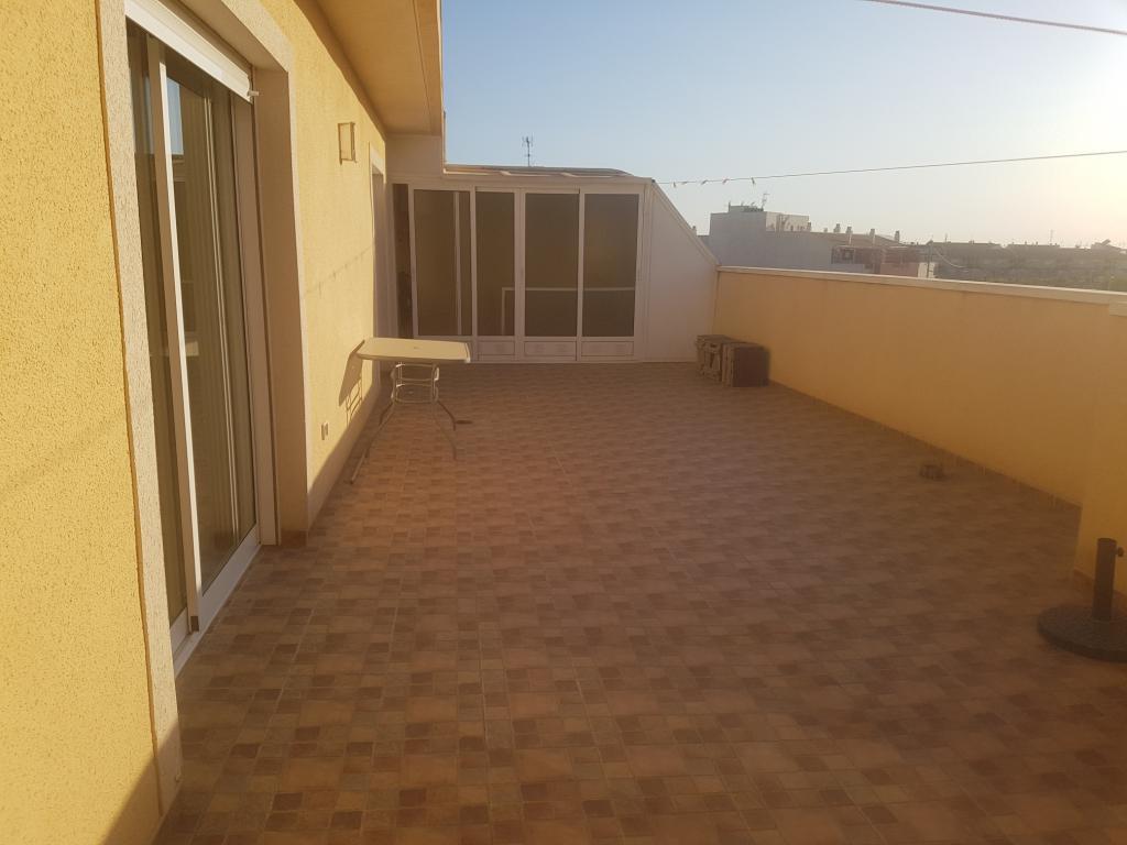 Ático con amplia terraza